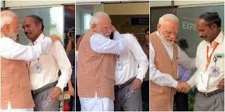 PM modi consoling ISRO Chief